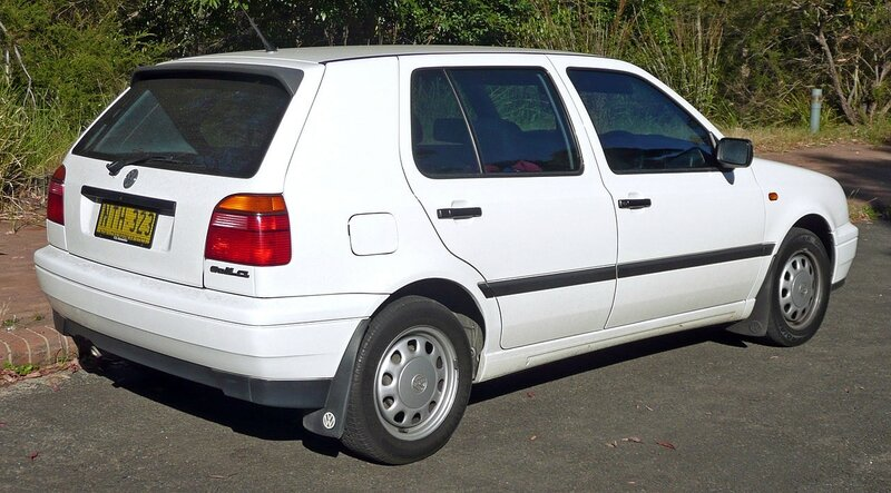 1280px-1996-1998_Volkswagen_Golf_(1H)_CL_5-door_hatchback_02