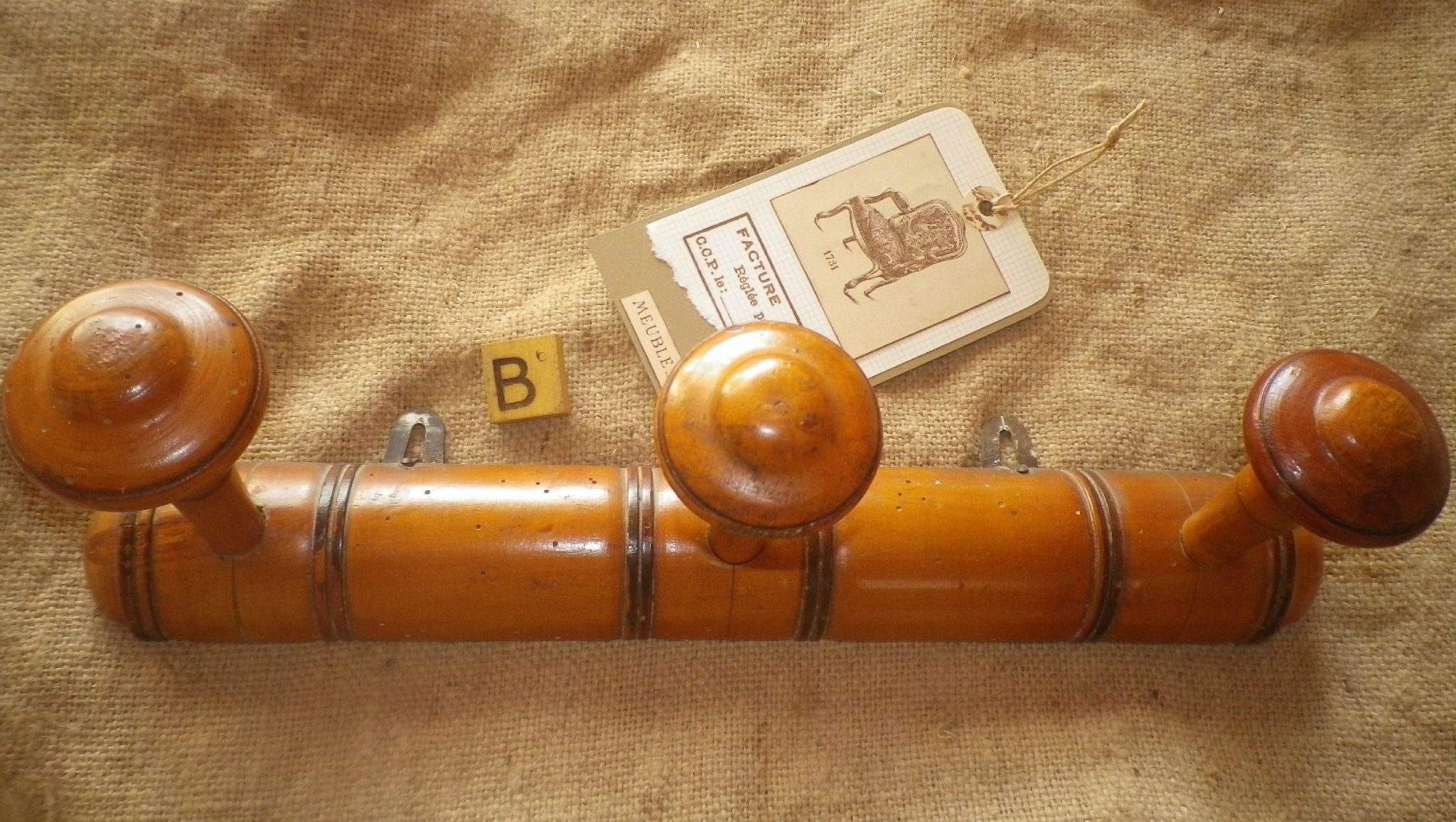 Ancien porte manteaux en bois etiquette home made scrap art d co - Porte manteau bois ancien ...