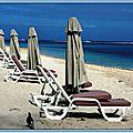 Sur la plage abandonnées ... les chaises longues