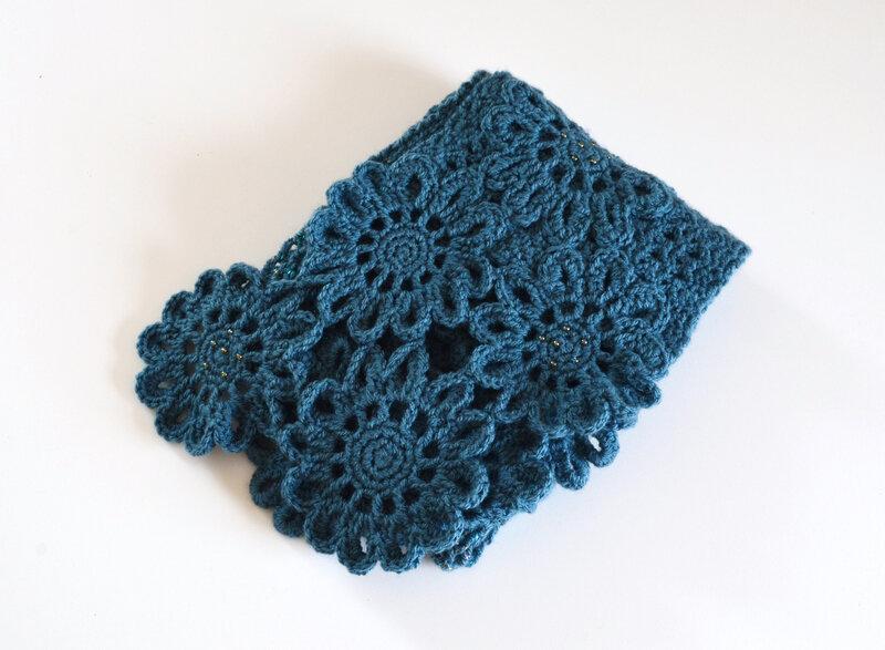 Echarpe fleurs bleues-crochet-La chouette bricole (16)