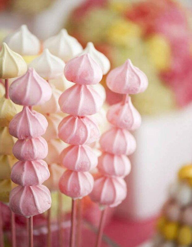 idee originale mariage candy bar brochettes meringues Mademoiselle Cereza