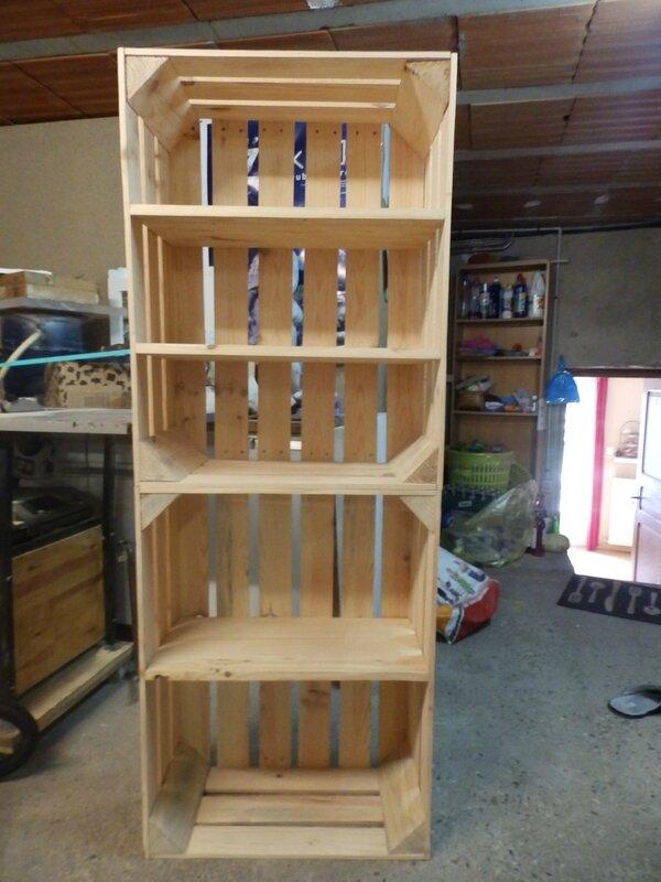 avant deux caisses de pommes en bois apr s une biblioth que pour sylouan la cocotte en papier. Black Bedroom Furniture Sets. Home Design Ideas