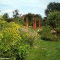 Le jardin des chambres et l'une de ses sculptures