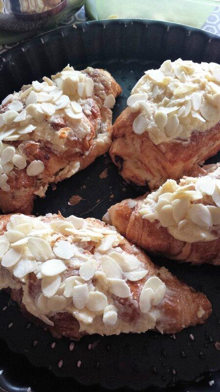 croissants et pains au chocolat aux amandes (6)