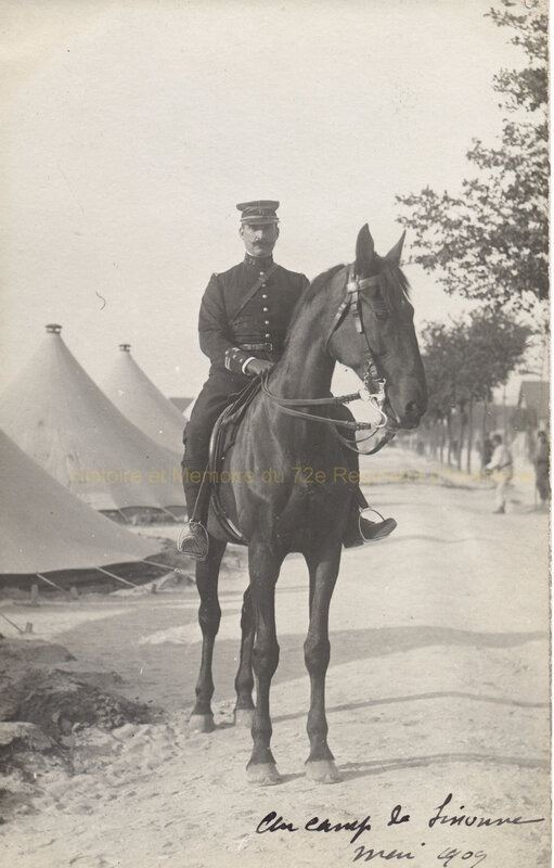 officier 72e RI à cheval sissonne mai 1909