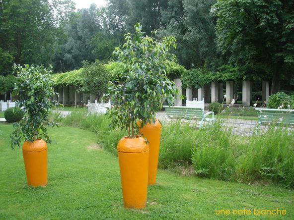Paris_Jardin_Bercy_carrot_city_2012