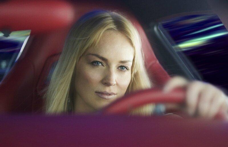 Sharon Stone dans la Spyker C8 la Violette