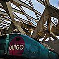 TGV OUIGO (762), gare de l'aéroport Lyon St Exupéry (architecture de Calatrava)