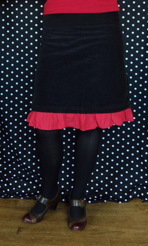 jupe noire et rouge