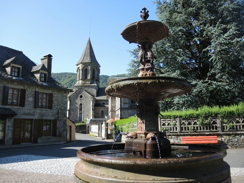 Le Vaulmier, église et fontaine (15)
