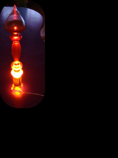 lampe en verre souffl de murano clairant un liquide. Black Bedroom Furniture Sets. Home Design Ideas