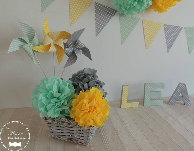decoration pompon jaune vert mint gris mariage bapteme baby shower guirlande fanion moulin a vent