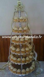 Pièce-montée blanc et or ruban Vos Gourmandiz