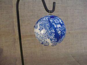 petite boule effet céramique bleue