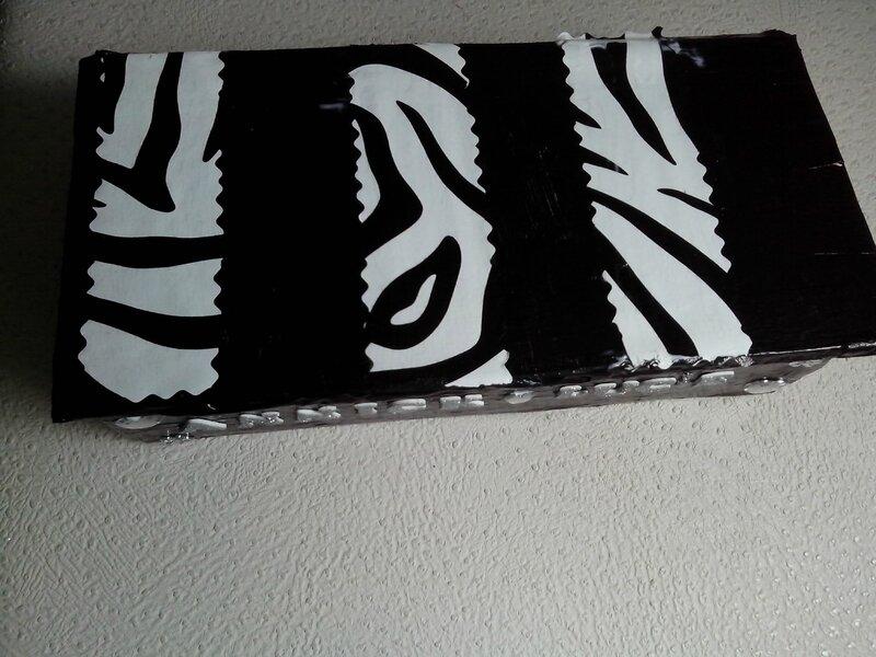 boîte mouchoirs noir blanc