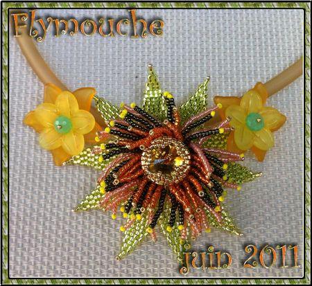 collier fleur vert orange fond blanc