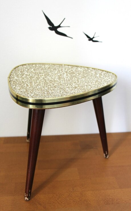 table-tripode-paillettes-or