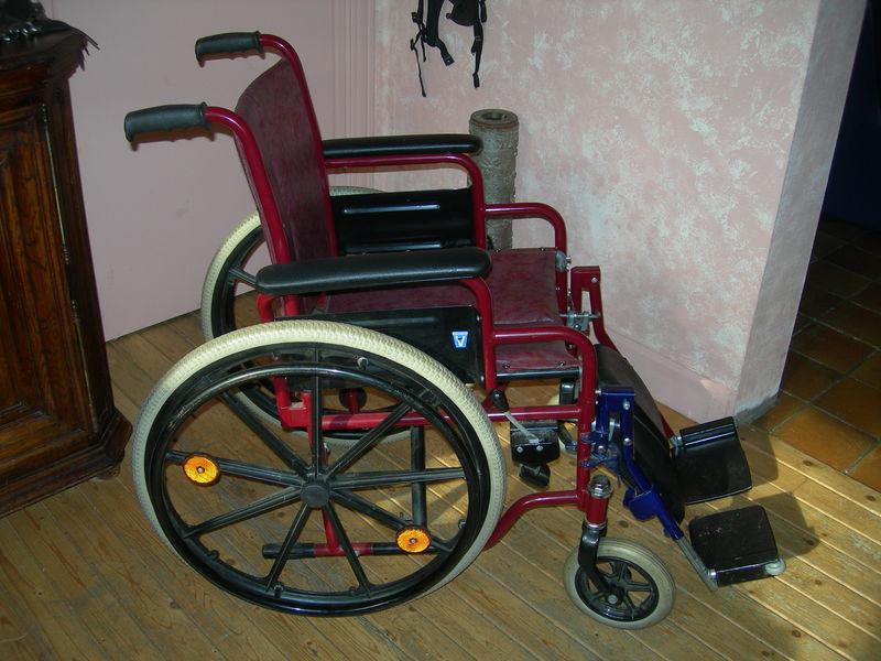 un fauteuil roulant pour un enfant asbl pour priscilla. Black Bedroom Furniture Sets. Home Design Ideas