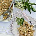 Le crumble pommes et fleurs de sureau
