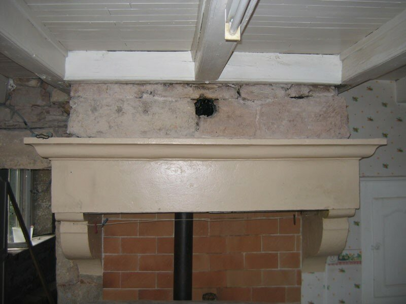 Nettoyage des murs la grotte maline gus et zaza for Peinture pour cheminee en pierre