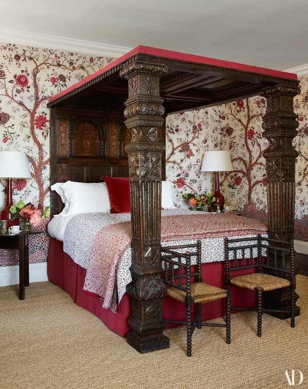 Claudia-Schiffers-English-Mansion-four-poster-bed