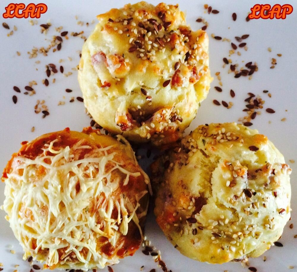 Muffins camenbert , lardons et sésame