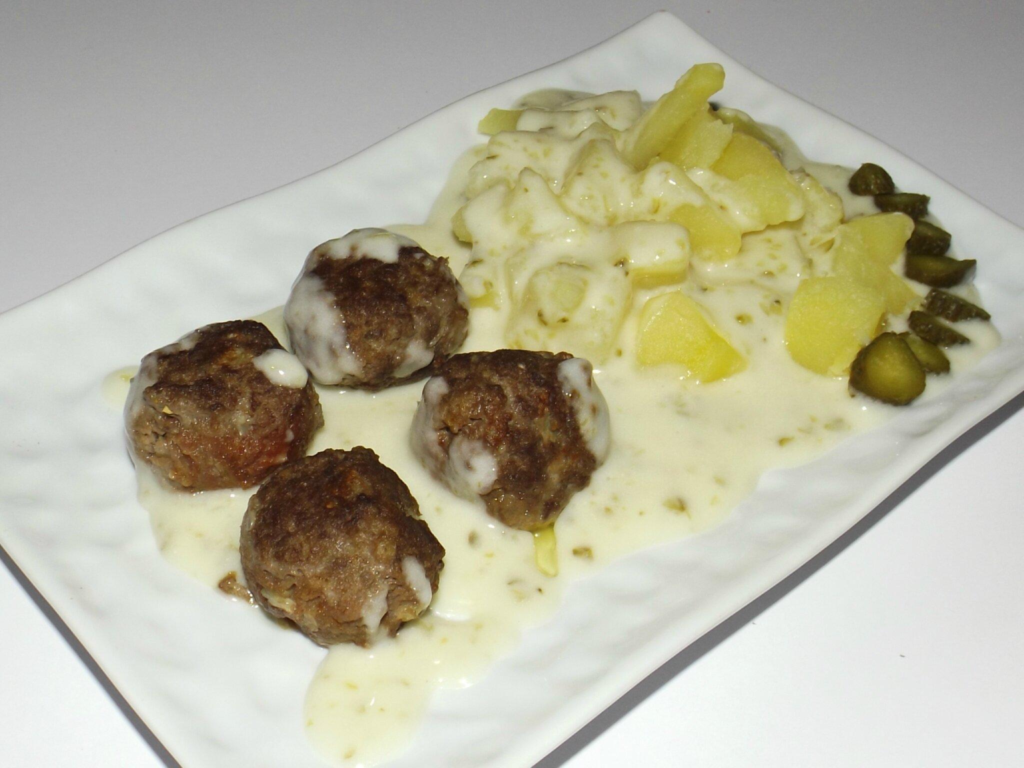 boulettes de boeuf pommes de terre et sauce aux cornichons blogs de cuisine. Black Bedroom Furniture Sets. Home Design Ideas
