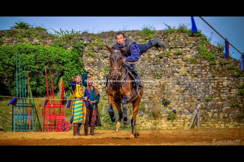 Voltige équestre Cie Capalle fête médiévale du Château de Talmont en Vendée (3)