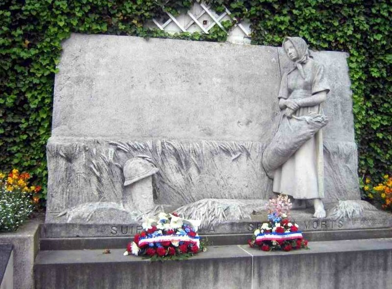 Suippes monument aux morts