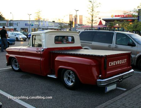 Chevrolet C10 custom stepside de 1960 (Rencard Burger King septembre 2011) 02