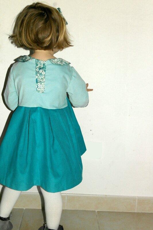 Robe velours Mitsi menthe portée_Chut Charlotte (12)