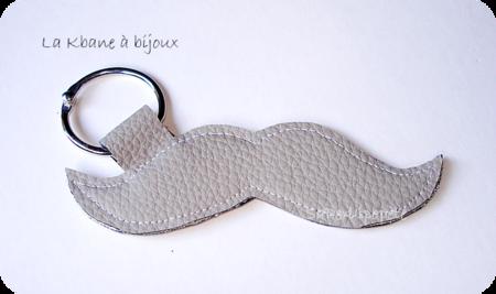 porte clef moustache cuir gris beige