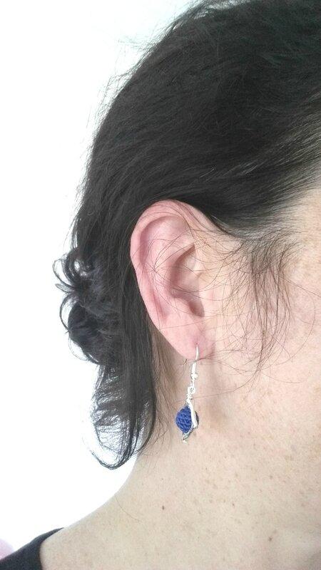 Boucle d'oreille bleu marine Losange tendance 2017 Tout Un Fil 03