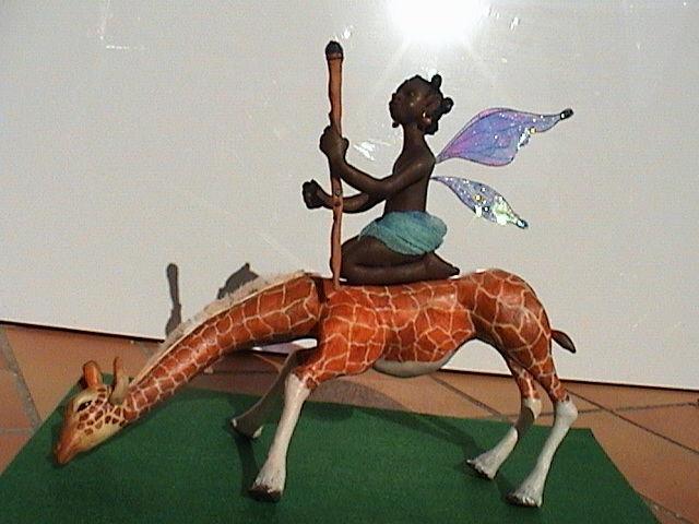 Girafe, fidèle compagne des fées Bushmanes