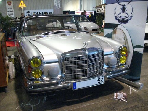 Mercedes 280 se coup w111 e28 1967 1971 autos crois es for Interieur mercedes 190d