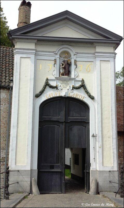Porte d'entrée du béguinage