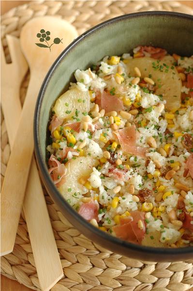 Salade de riz, maïs, ananas, pamplemousse, raisins secs, pignons et jambon de Parme_1
