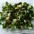 Salade de mâche aux noix et sauce au roquefort
