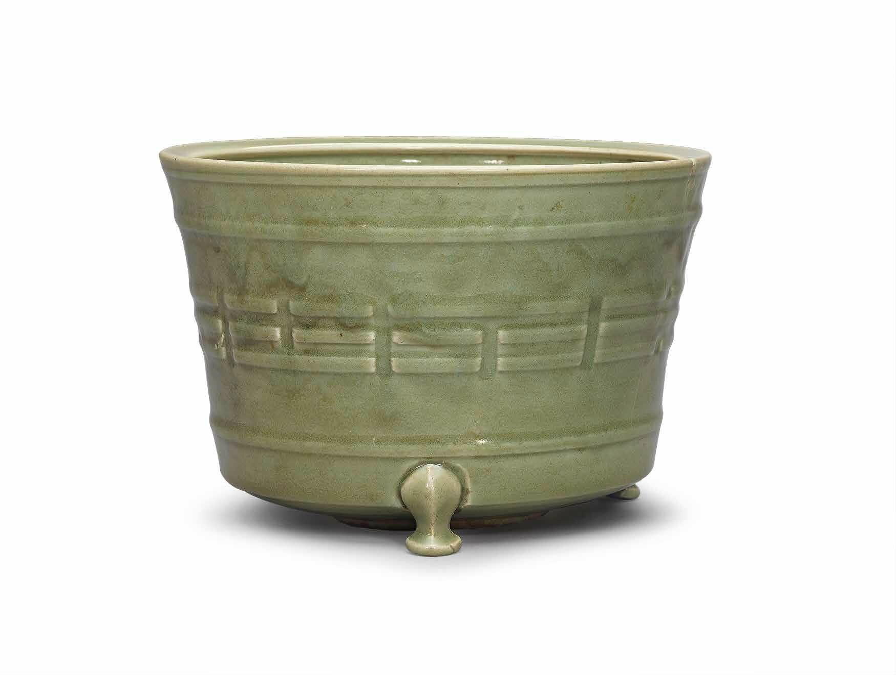 A large Longquan celadon tripod censer, Ming dynasty, 15th-16th century