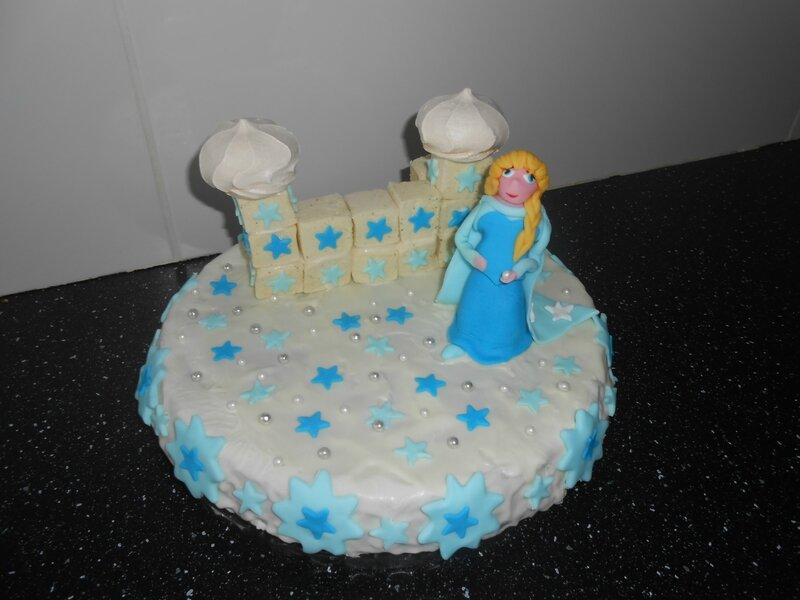 gateau-reine-des-neiges-enfant-enfants-fille-film-pate-a-sucre-frozen-anniversaire-decorer-decorations-gouter-fete (3)
