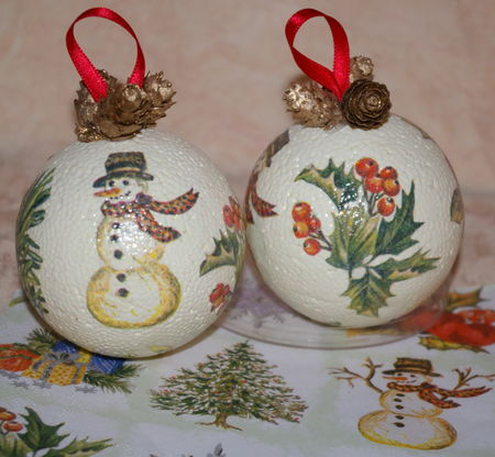 Boules de no l avec collages de serviettes en papier - Decoration boule polystyrene pour noel ...