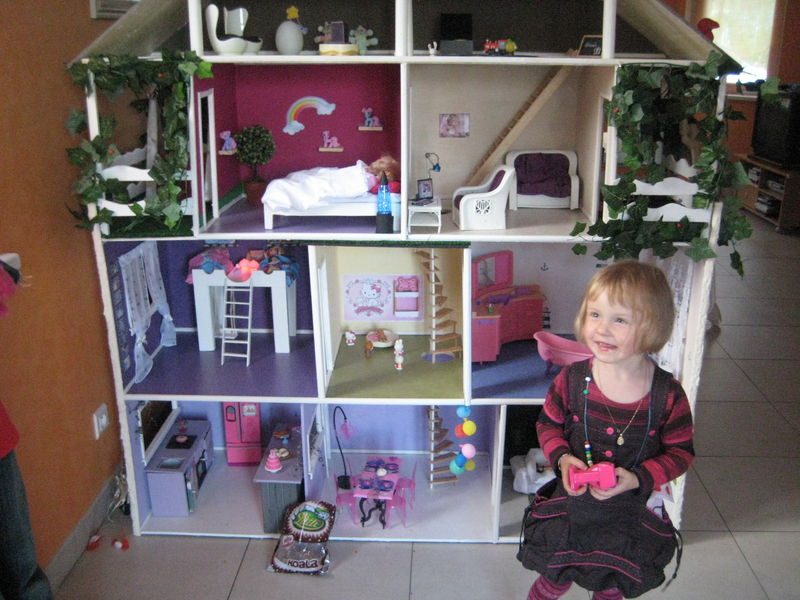 fabrication d 39 une maison de poup e barbie littlenounie. Black Bedroom Furniture Sets. Home Design Ideas