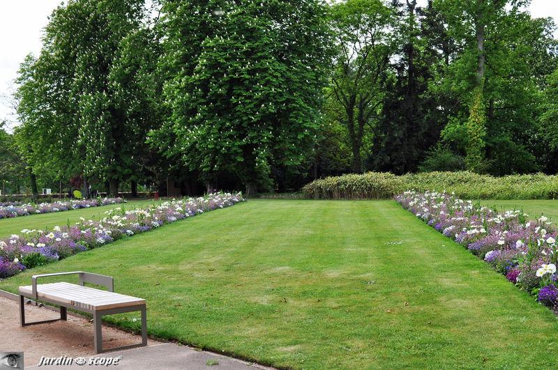 Banc disign au Parc floral de la source à Orléans
