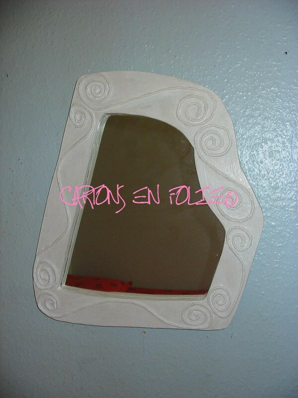 Miroir serpentinas cartons en folie for Miroir adhesif a decouper