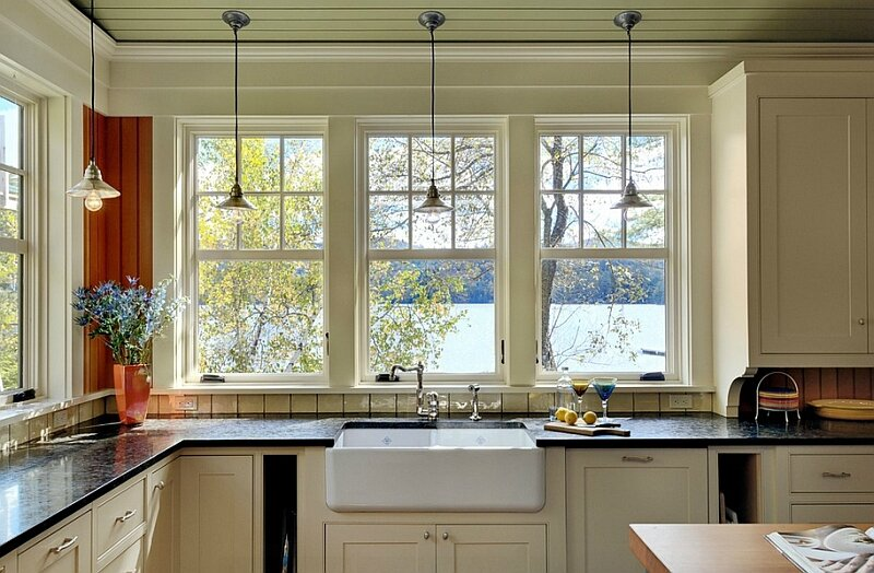 Apron-sink-in-the-lovely-kitchen