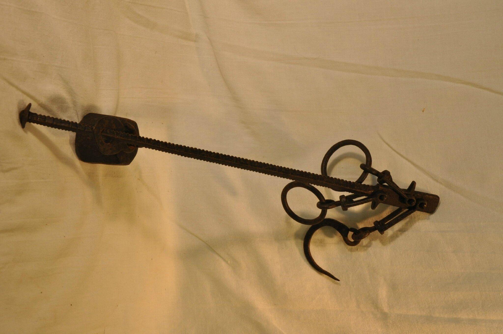 ancienne balance romaine a crochet xixe antiquit s du vingti me. Black Bedroom Furniture Sets. Home Design Ideas