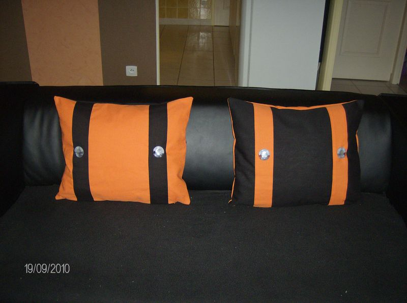 coussin noir orange et gris vickylouna creations. Black Bedroom Furniture Sets. Home Design Ideas