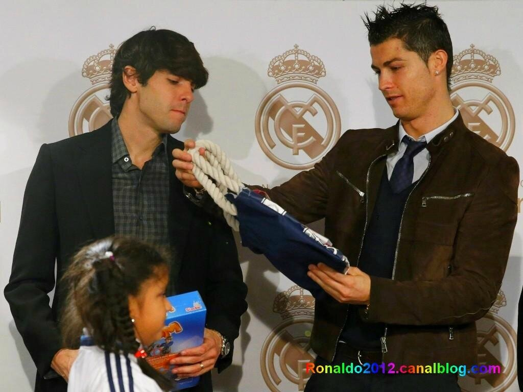 kaka cristiano ronaldo dating Date – june 2009 few days before c ronaldo moved to madrid, the club bought  kaka from ac milan which was at the time highest transfer.
