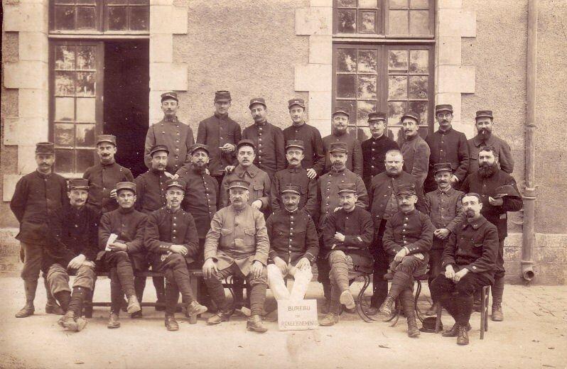 Le bureau de renseignement (1915)