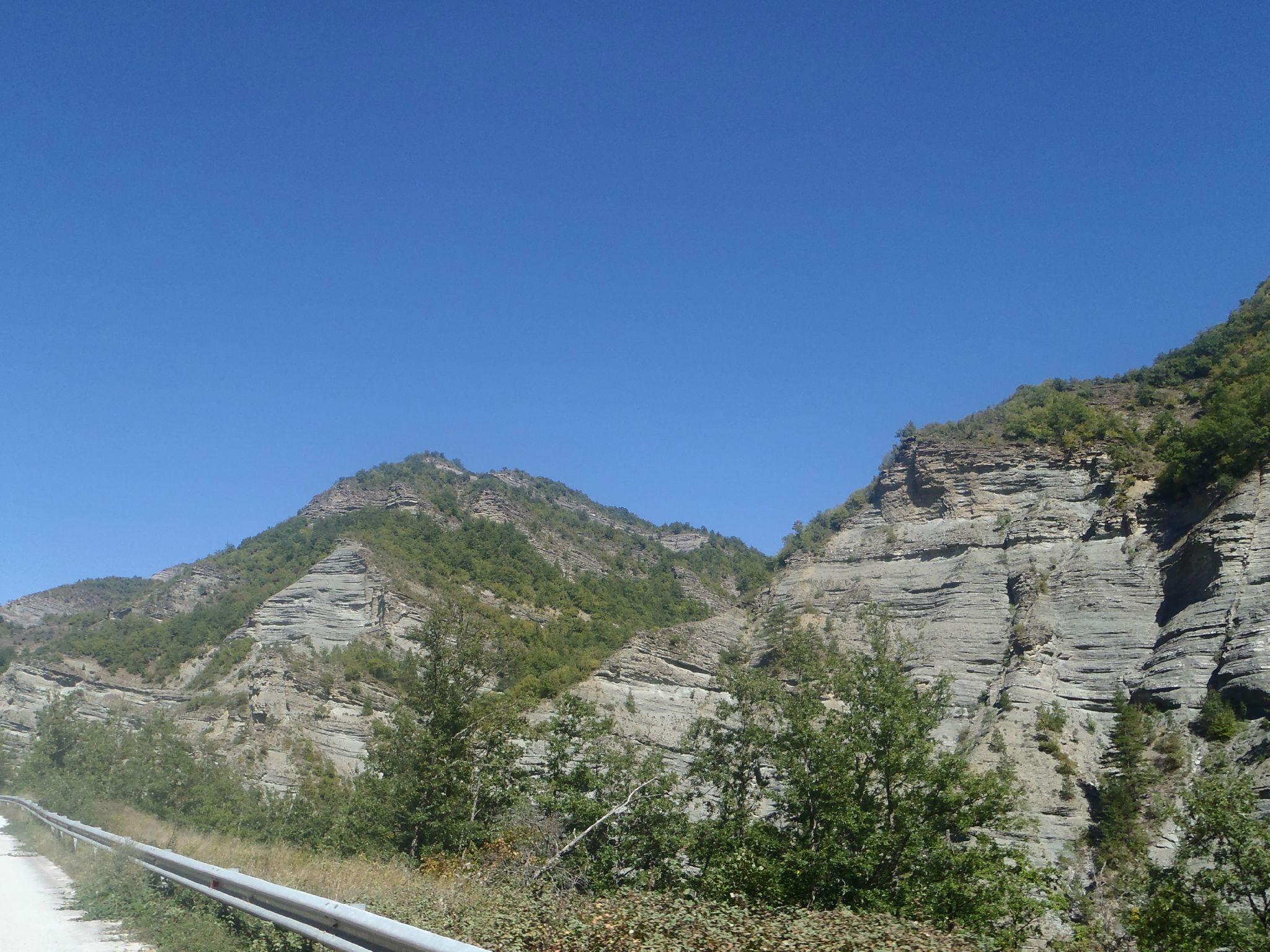grèce proche macédoine route de montagne encaissée
